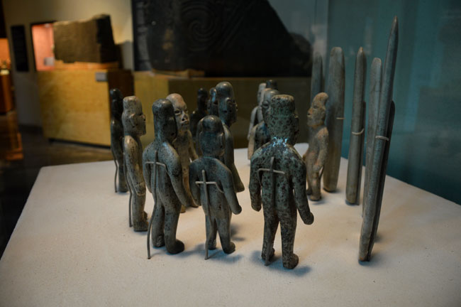 Petits-artefacts-de-statues